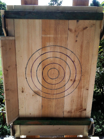 Quick change target with planks mounted, ready for throwing.